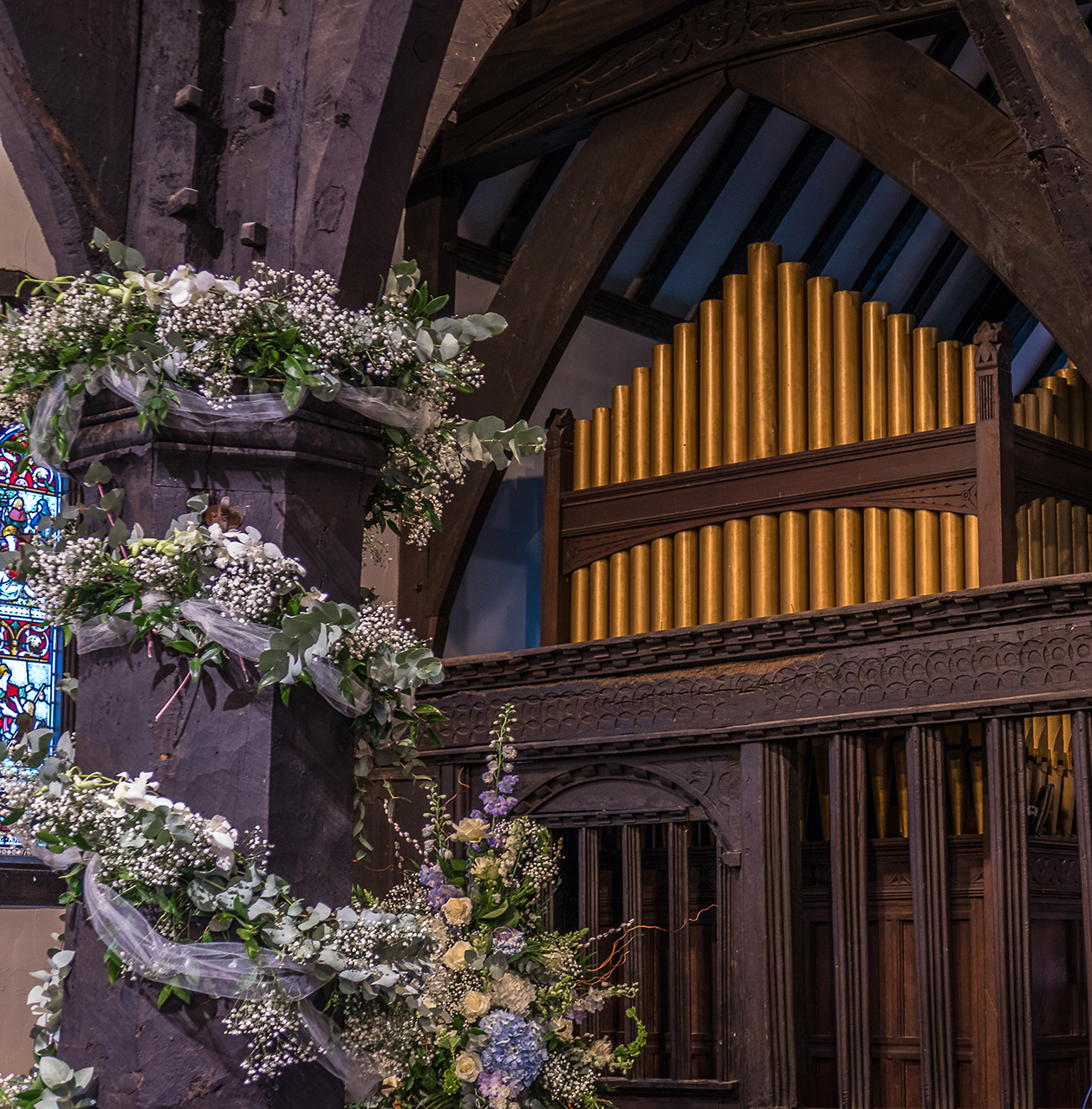 Organ pipes with floral pillar